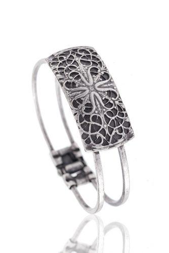 jewelry продуктова снимка на гривна от сребро