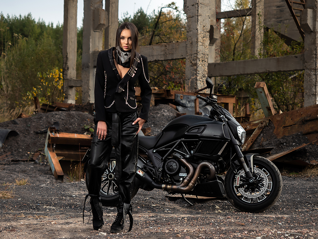 Iva Rusinova motorcycle